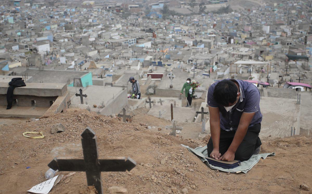 Covid-19: Perú sufre la tasa de mortalidad excesiva más alta del mundo