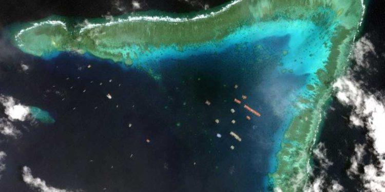 220 buques de China se apoderan del Arrecife Whitsun