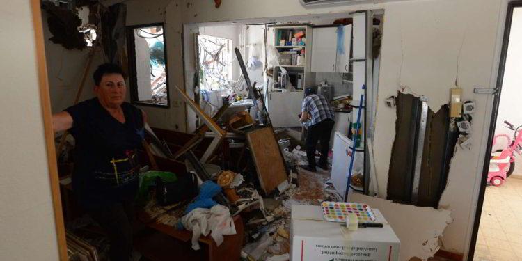 Residentes del edificio de Ashdod alcanzado por un cohete de Gaza intentan volver a empezar
