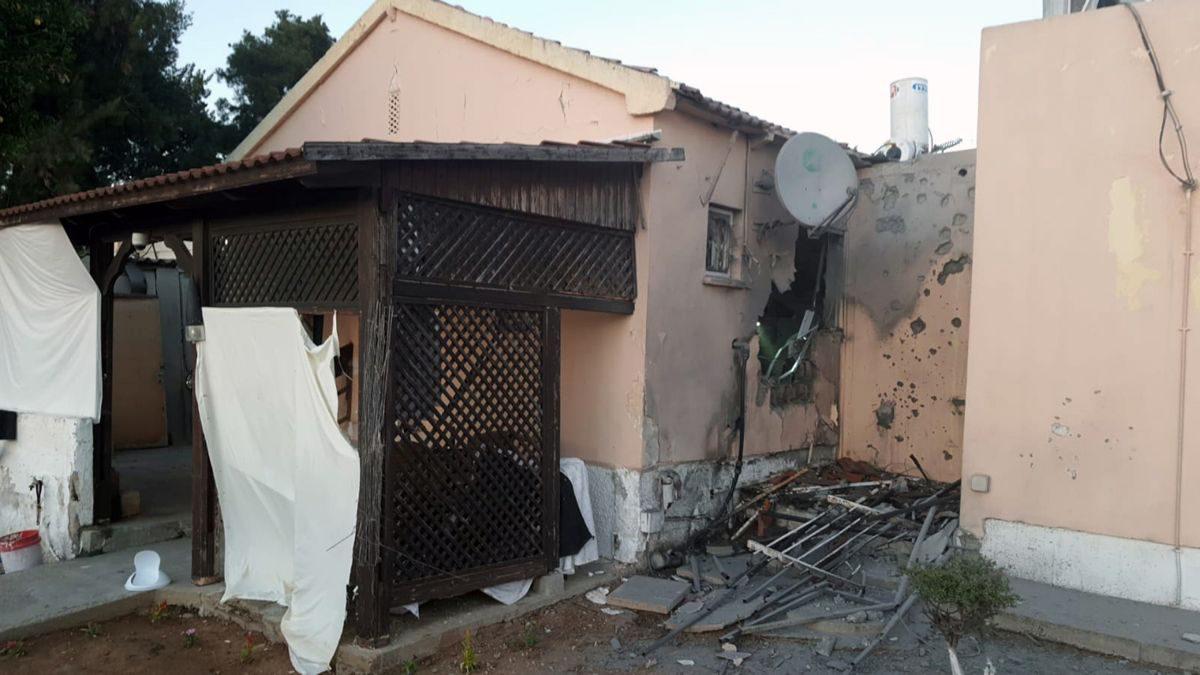 Impacto directo en una casa de Sderot: un hombre herido
