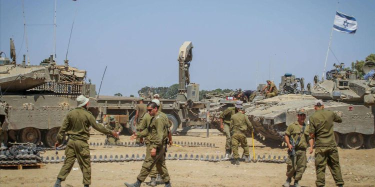 Israel acumula tropas para preparar una operación terrestre en Gaza