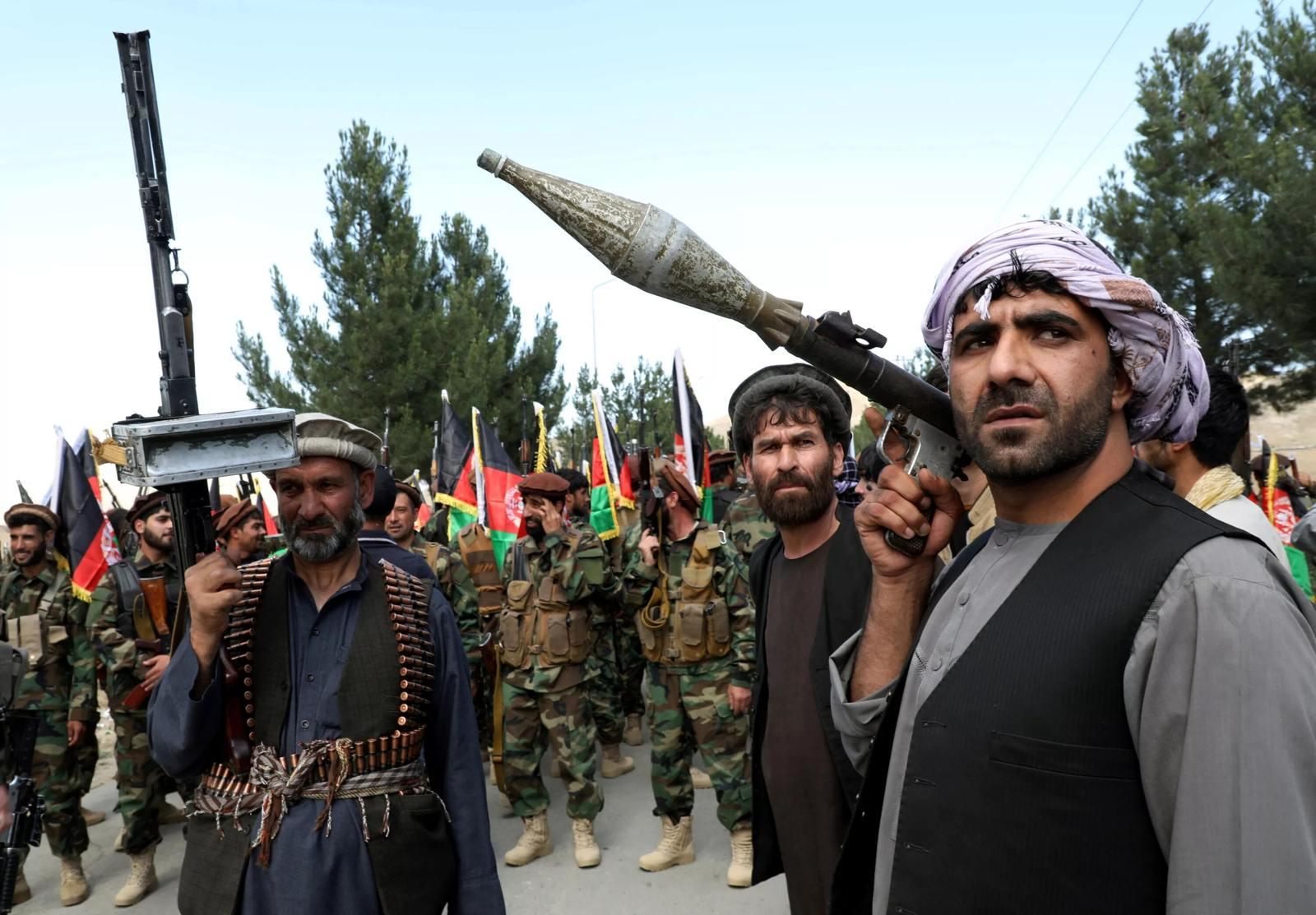El ejército de Afganistán replantea su estrategia de guerra contra los talibanes