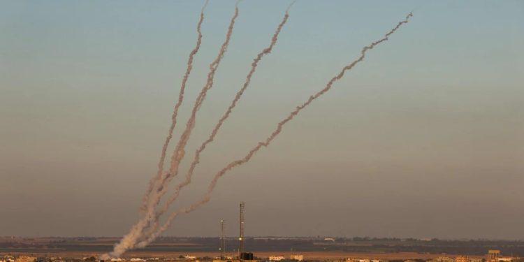 El Líbano libera a 4 terroristas que dispararon cohetes a Israel