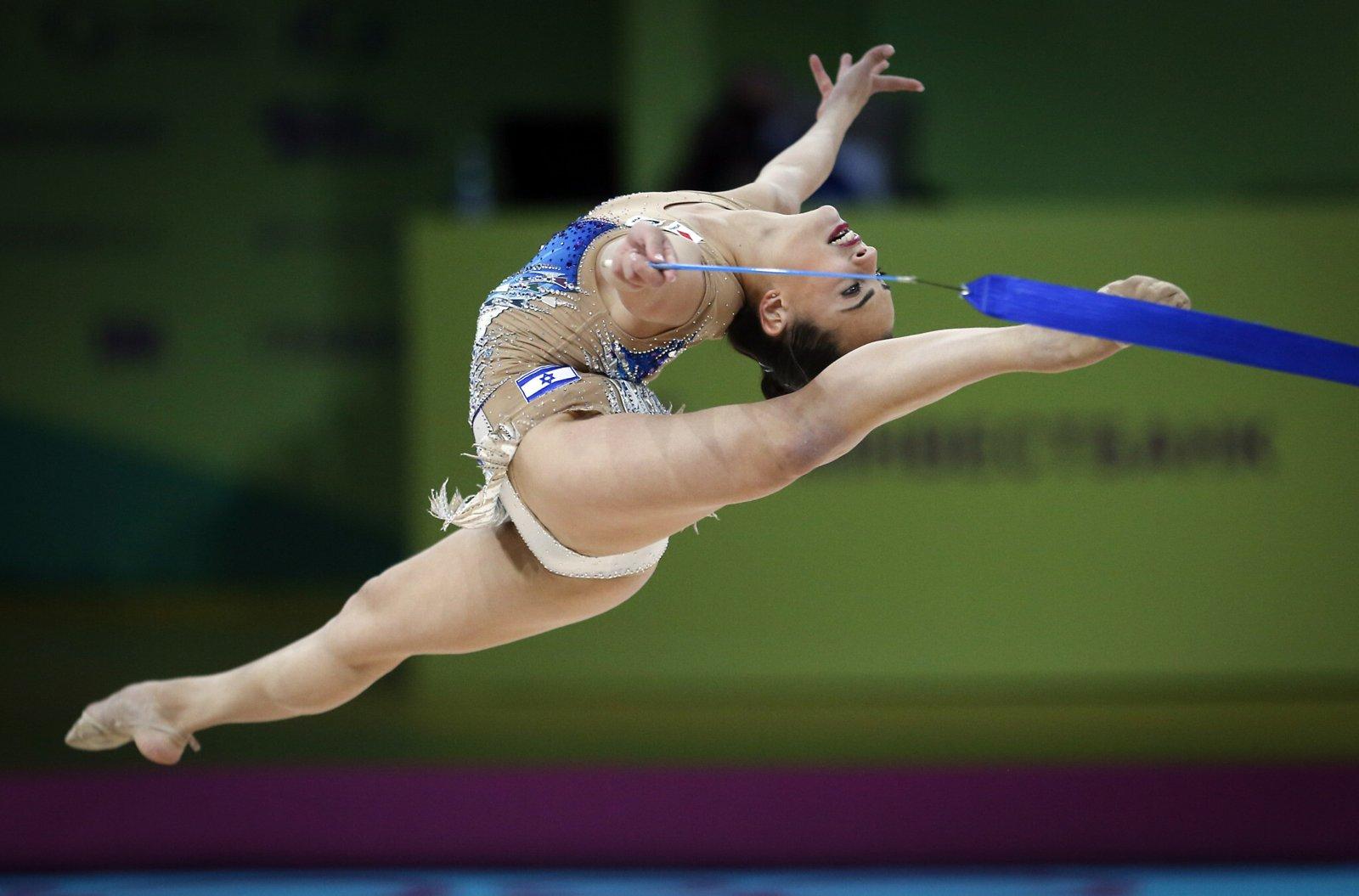 Gimnasta israelí Linoy Ashram consigue medalla de oro y dos platas en campeonatos europeos