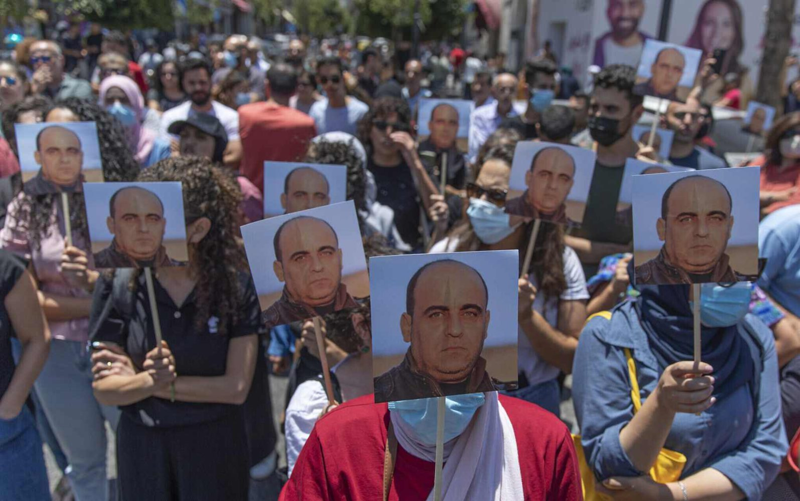Miles protestan contra Abbas durante funeral de crítico de la Autoridad Palestina