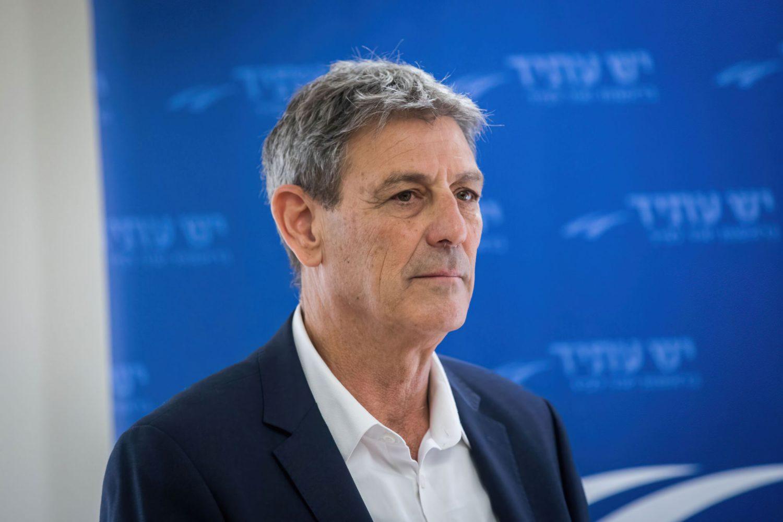 El MK de Yesh Atid Ram Ben Barak asiste a una reunión de la facción en la Knesset el 15 de enero de 2018 (Yonatan Sindel/Flash90)