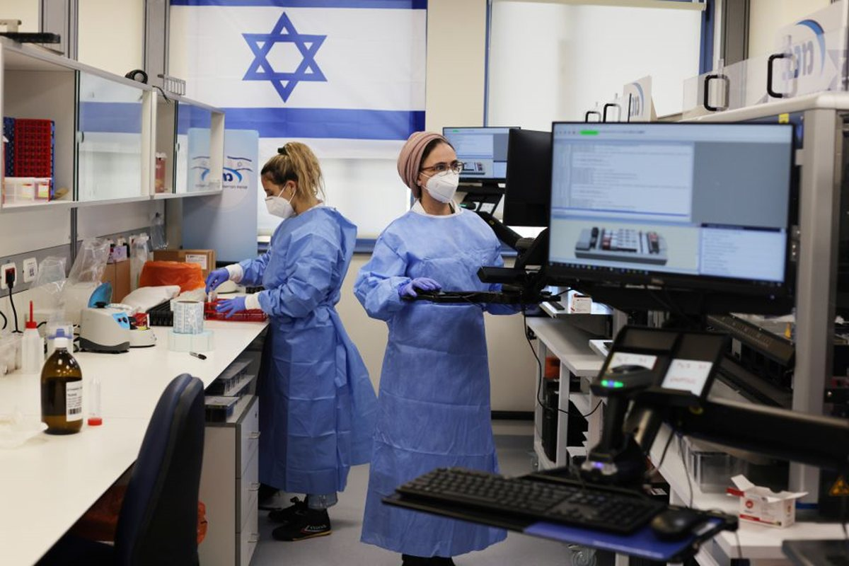 Estudio israelí revela una caída significativa en la protección de las vacunas contra el COVID