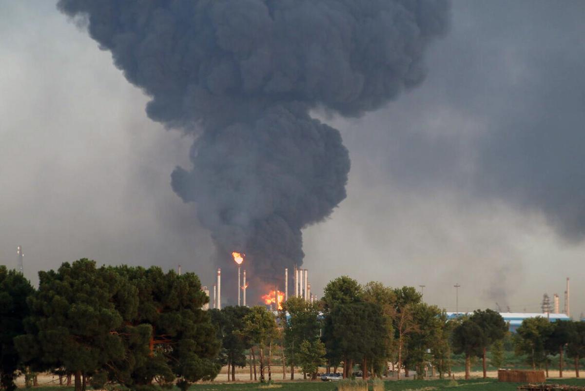 Después de 20 horas: Enorme incendio en refinería de Irán fue extinguido