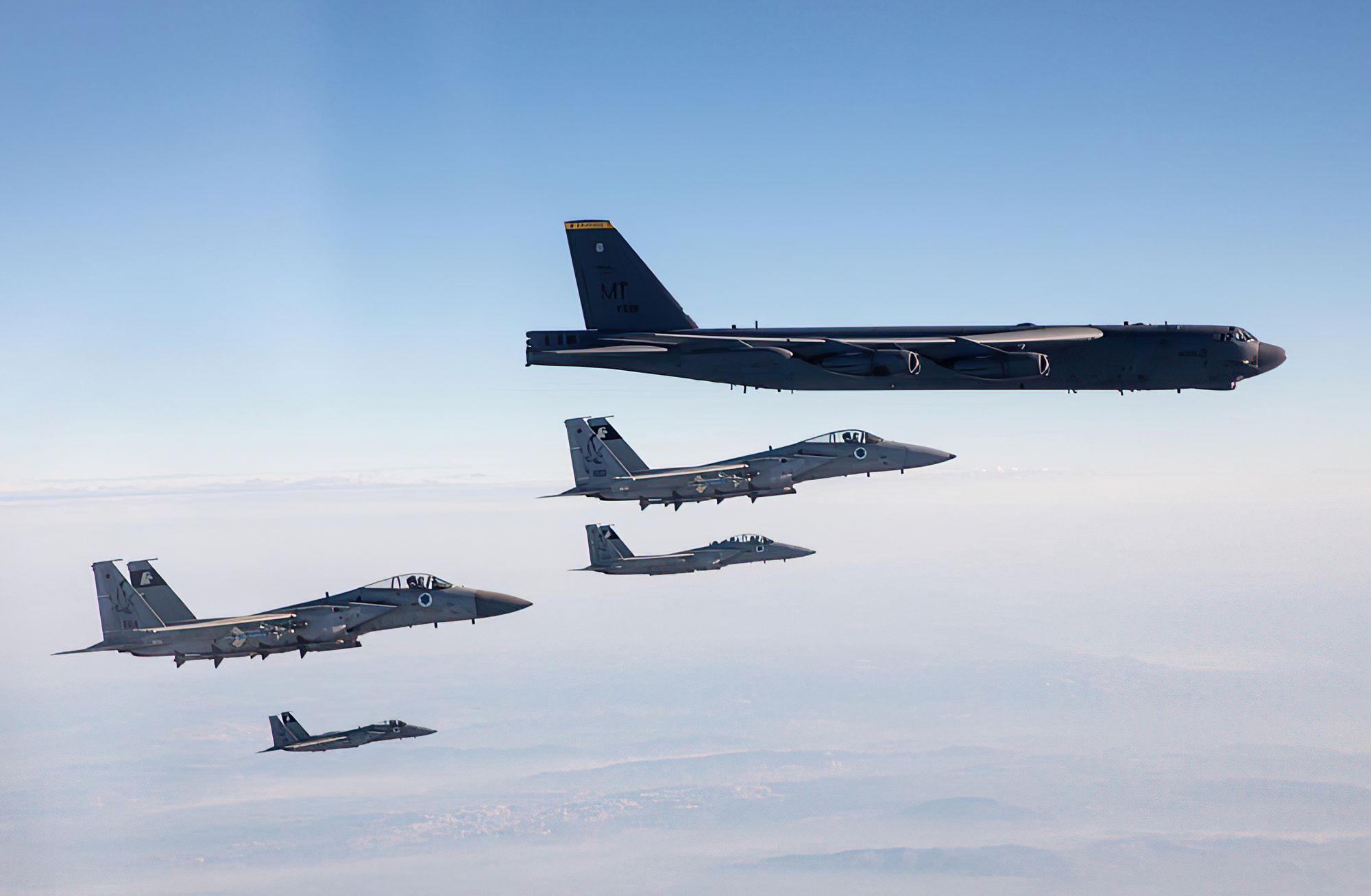Las FDI buscan una mayor cooperación militar con los países del Golfo