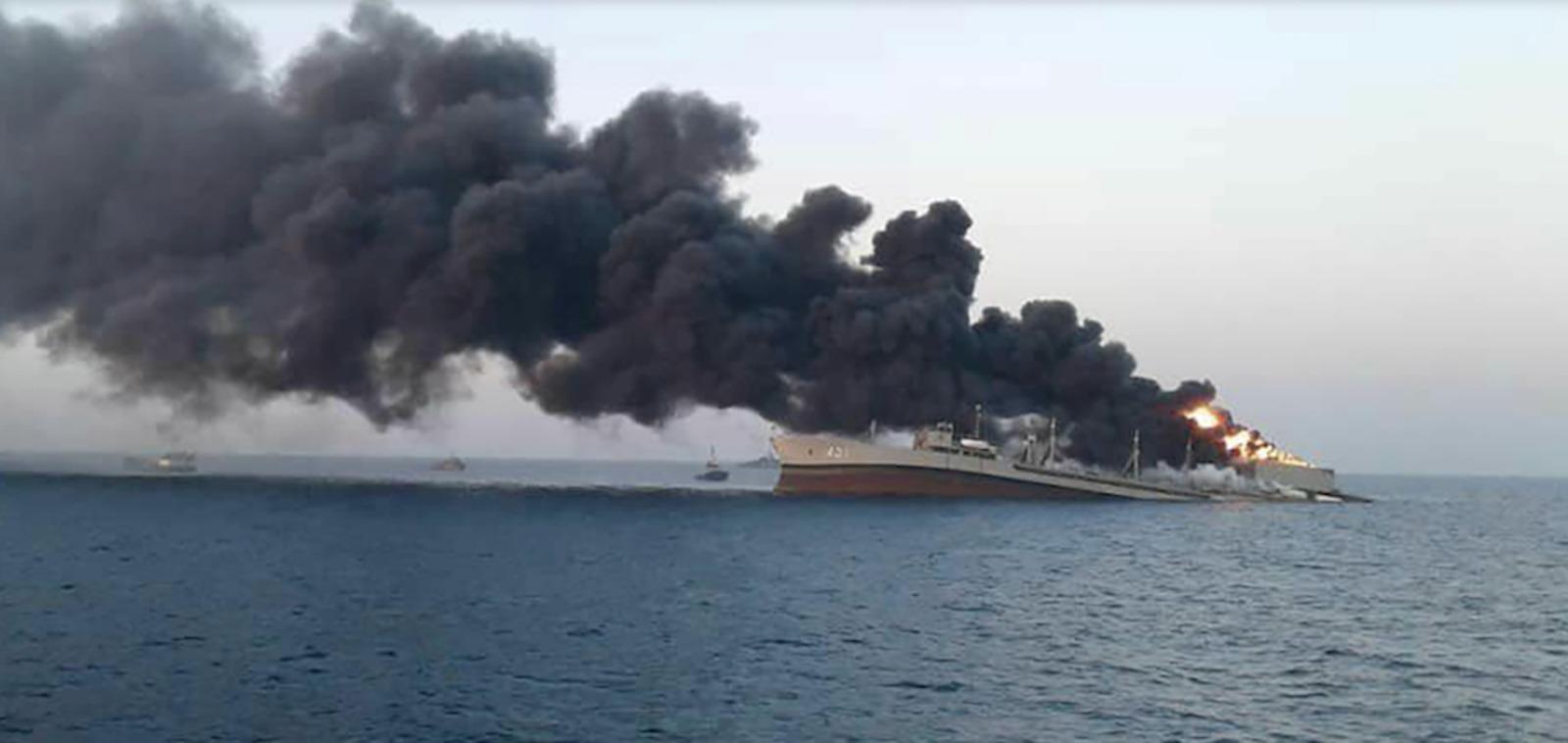 Fotos de satélite muestran los restos del buque de guerra más grande de Irán