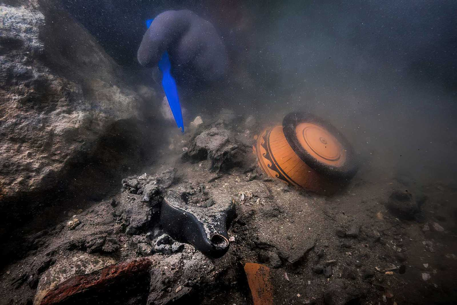 Hallan antiguo buque militar y tumbas griegas en una ciudad sumergida en Egipto