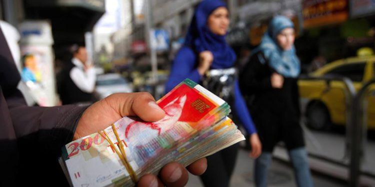Israel deducirá 597 millones de shekels de la Autoridad Palestina debido a los pagos a terroristas
