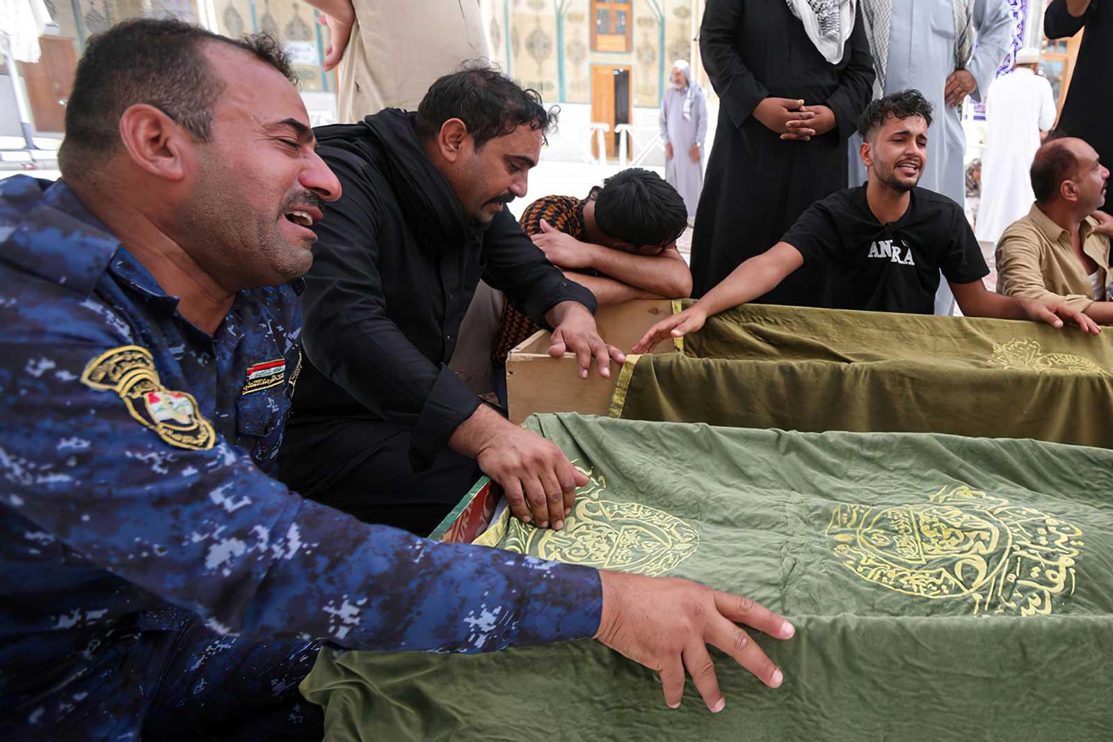 Iraquíes exigen justicia tras incendio en hospital COVID que dejó 92 muertos