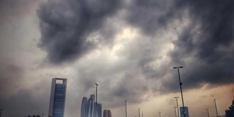 Los EAU utilizan tecnología de drones para crear lluvia en Dubái