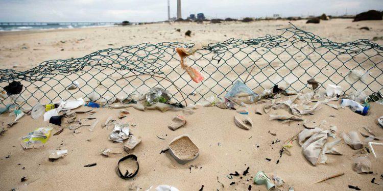 Israel planea reducir el uso de plástico desechable en un 40%