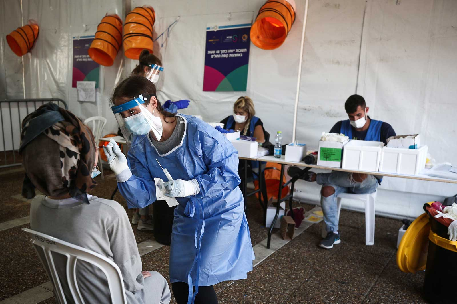 Israel registra más de 1300 nuevos casos de COVID