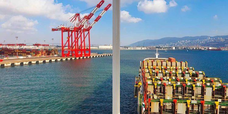 El primer barco atraca en el nuevo puerto de la bahía de Haifa