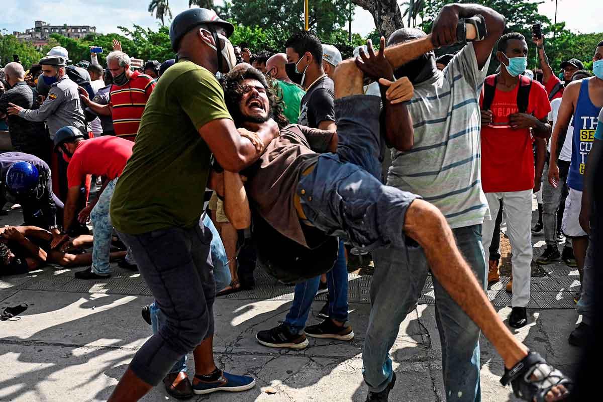 El régimen de Cuba culpa a EE. UU. y a los influencers por las protestas