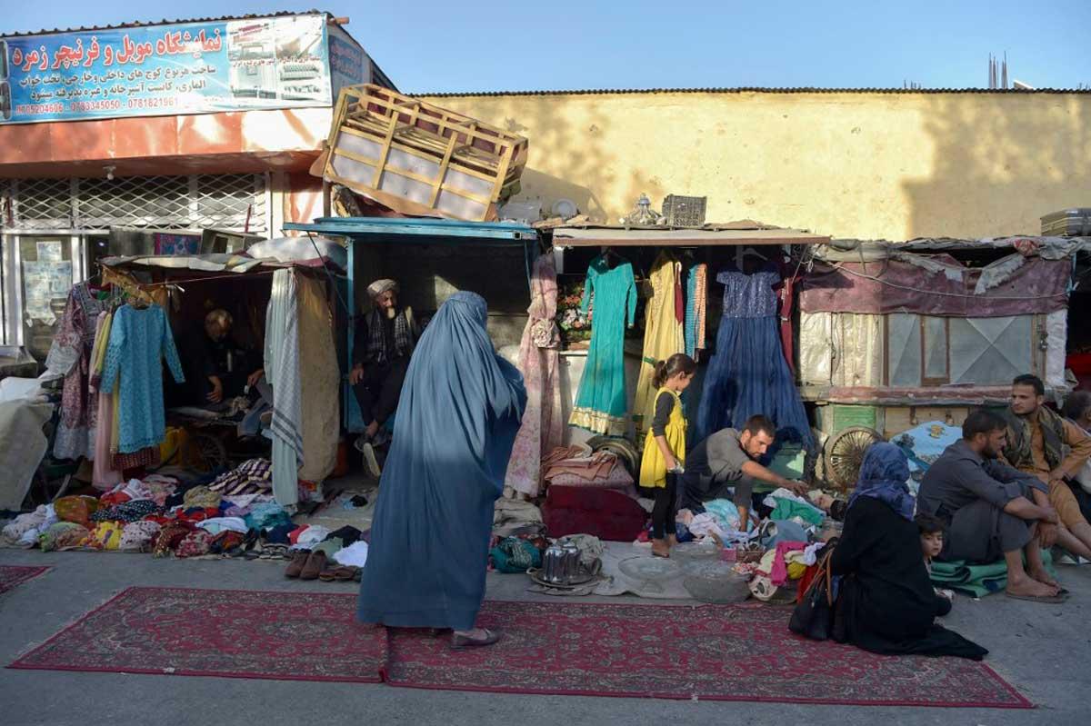 Miedo y pánico invaden las calles de Kabul: Los talibanes imponen su régimen de terror