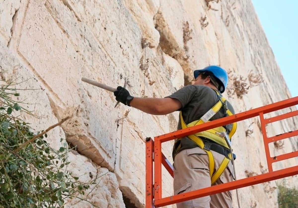 Las piedras del Muro Occidental se someten a una inspección de seguridad
