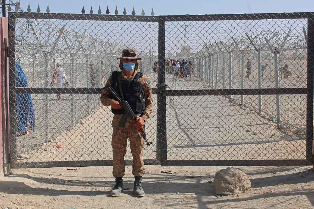 Afganistán: Decenas de refugiados que apoyan a los talibanes buscan volver a casa