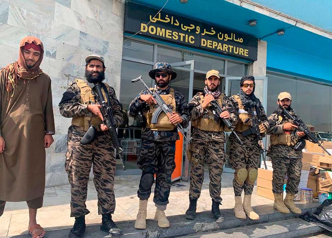 Los talibanes declaran la victoria sobre Estados Unidos desde el aeropuerto de Kabul