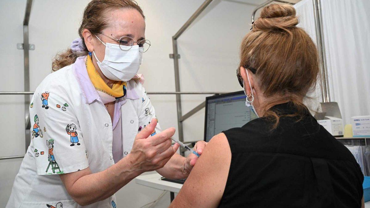 Más de un millón de israelíes han recibido la tercera dosis de la vacuna contra el COVID
