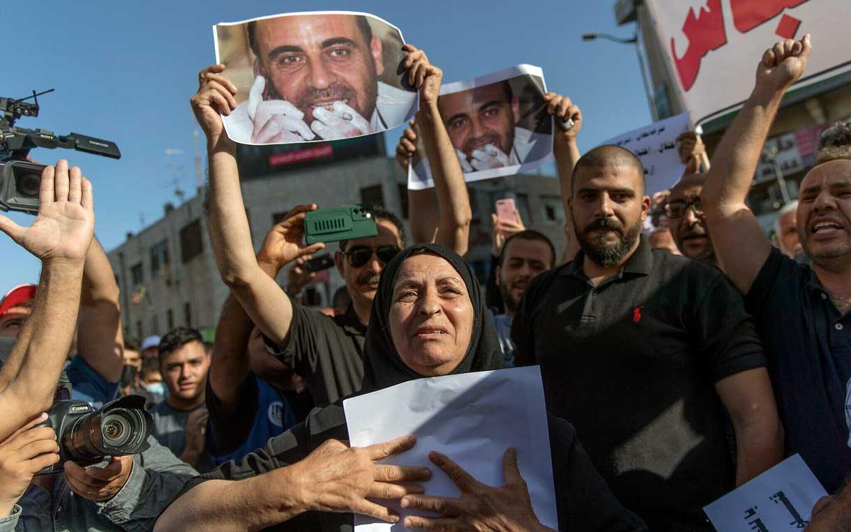 Familia de activista que murió bajo custodia de la Autoridad Palestina busca justicia internacional