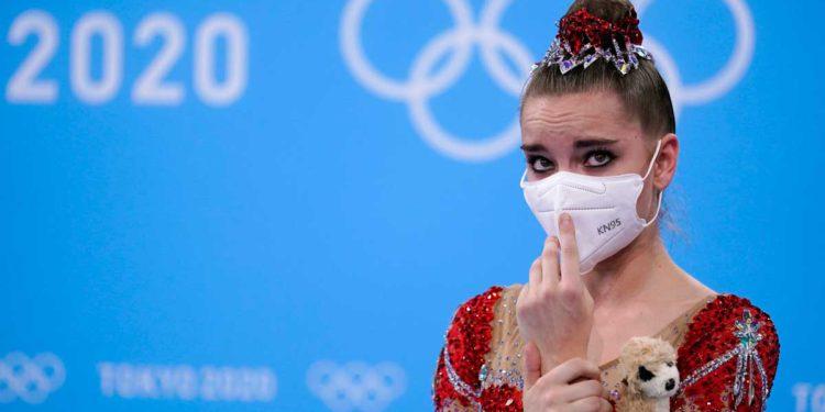 La gimnasta rusa Averina también ganó el oro una vez después de dejar caer la cinta