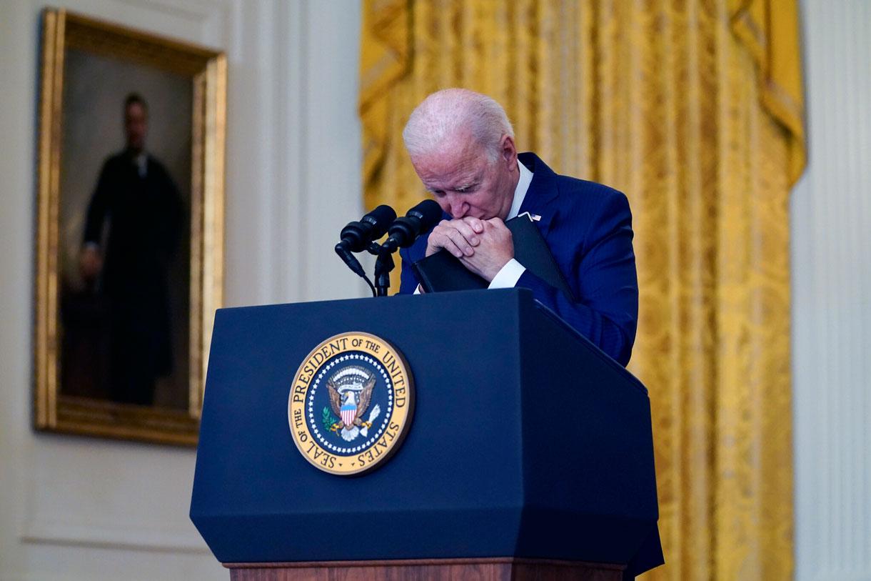 Biden promete terminar la evacuación de Kabul y perseguir a los atacantes del aeropuerto