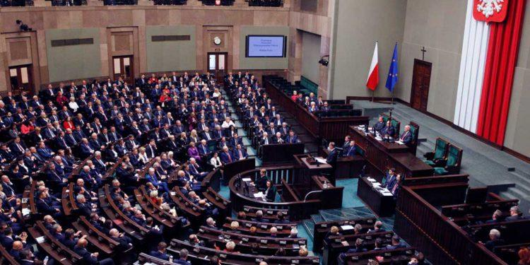 Polonia aprueba ley que frena las reclamaciones de propiedad de herederos de víctimas del Holocausto