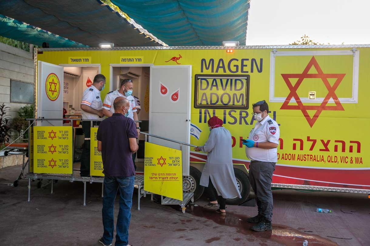 Israel coloca unidades de vacunación móviles en ciudades con bajas tasas de inoculación