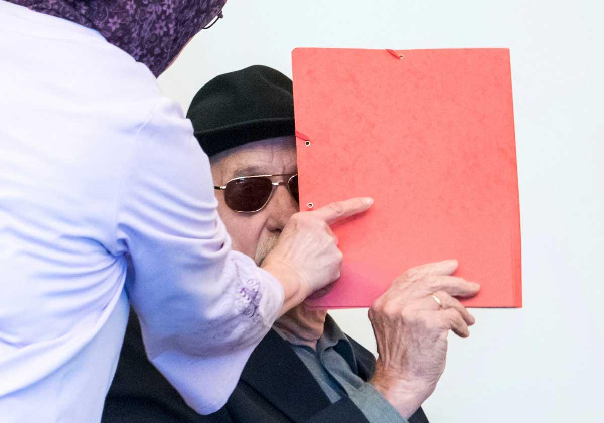 Ex secretaria nazi de 96 años enfrenta un juicio histórico en Alemania