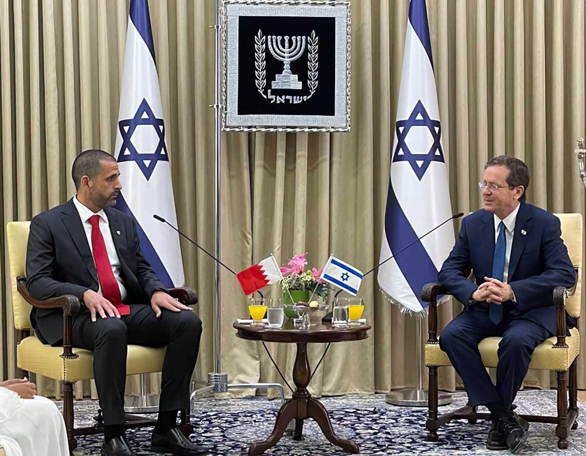 El primer embajador de Bahréin en Israel presenta sus credenciales al presidente Herzog