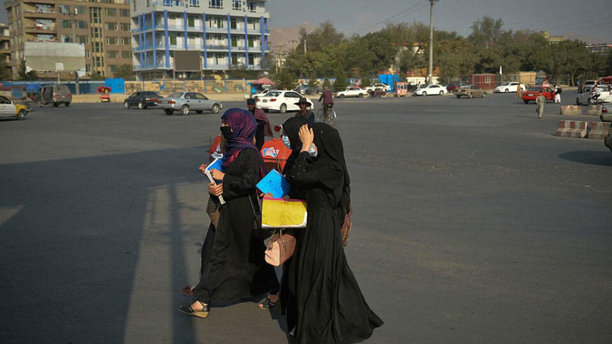 Los talibanes expulsan a las mujeres de la Universidad de Kabul