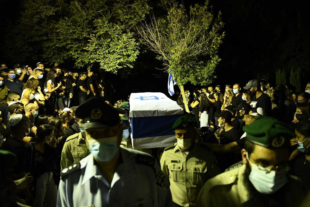 El jefe de las FDI visita hogar del agente de la Policía de Fronteras asesinado