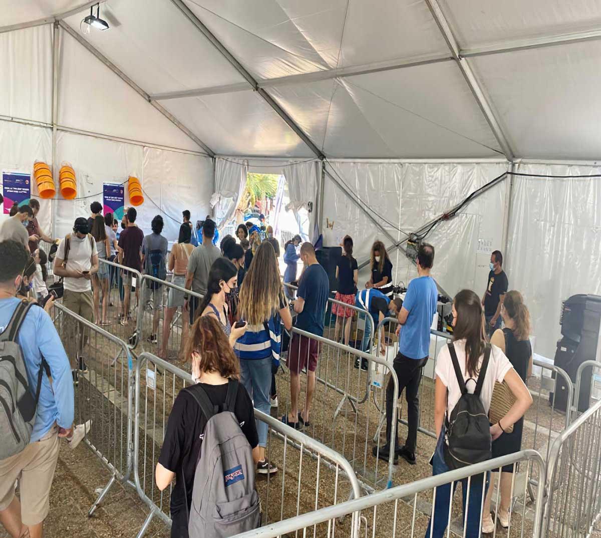 Los israelíes acuden en masa a los centros de pruebas COVID antes de Rosh Hashaná