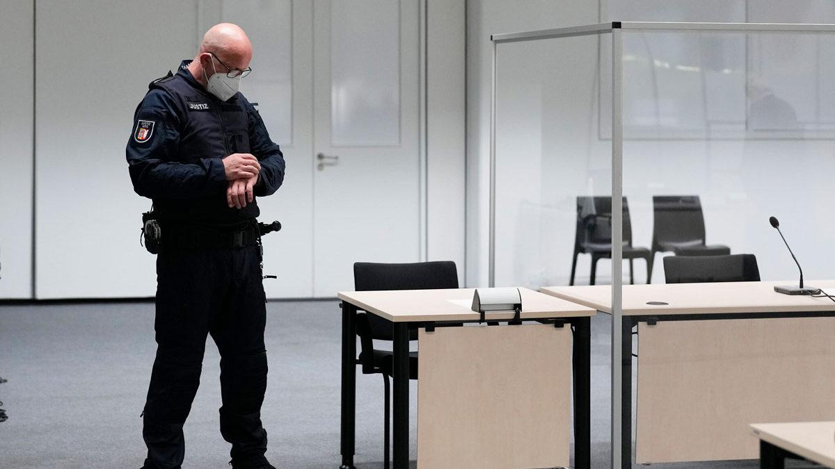 Ex secretaria nazi de 96 años se da a la fuga antes de iniciar su juicio
