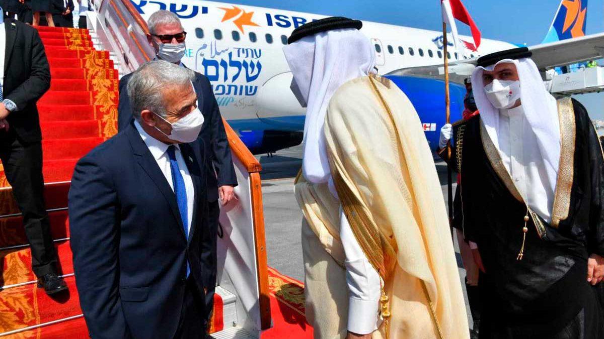 Ministro de Relaciones Exteriores de Israel aterriza a Bahréin en un viaje histórico