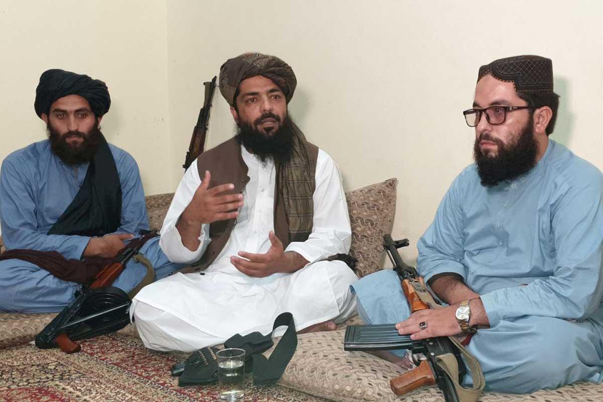 Alto líder talibán: Las mujeres no deberían trabajar junto a los hombres