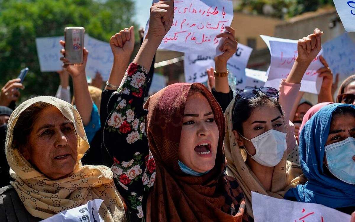 Los talibanes reprimen las protestas en Kabul usando armas de fuego