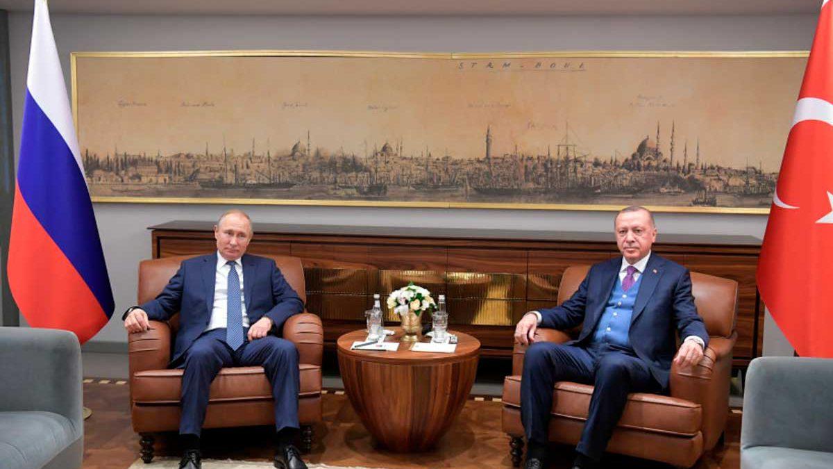 Turquía busca una alianza más estrecha con Rusia en Siria