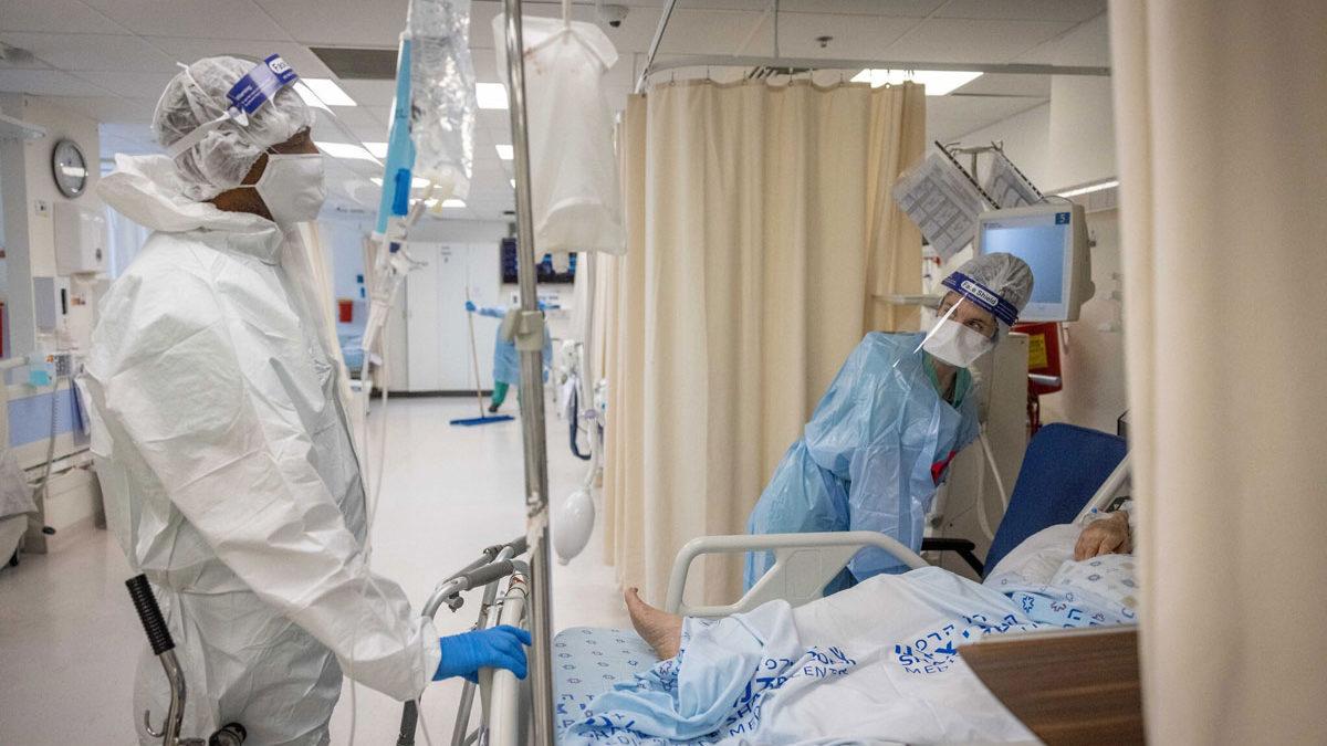 Expertos afirman que la pandemia está lejos de terminar pese a descenso de casos