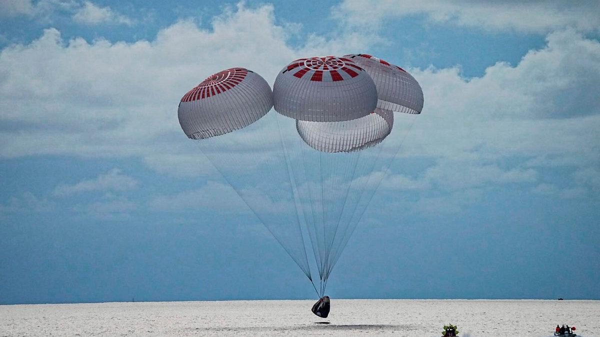 La primera misión orbital totalmente civil de SpaceX regresa a la Tierra
