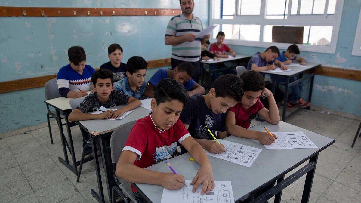 Unión Europea restringe la ayuda a la UNRWA por la incitación en los libros escolares