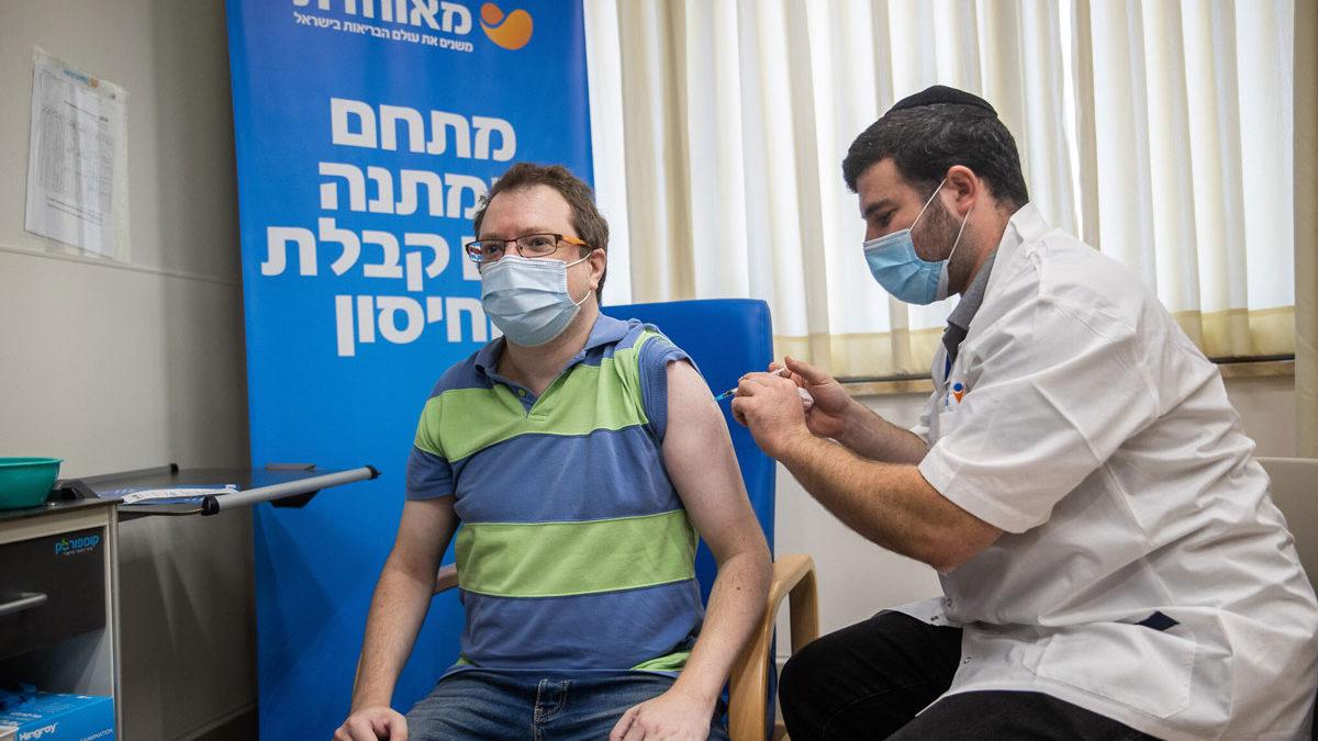 """Ejecutivo de Pfizer califica a Israel como un """"laboratorio"""" para las vacunas contra el COVID"""
