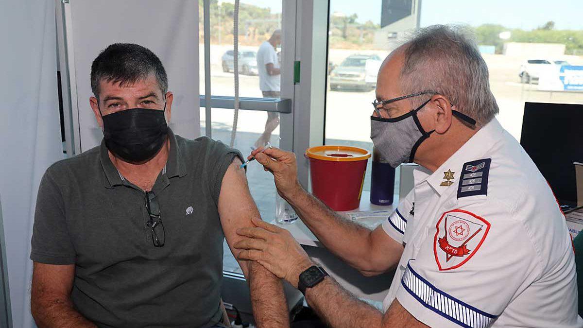 El Ministerio de Salud de Israel se compromete a impulsar la campaña de vacunación al máximo