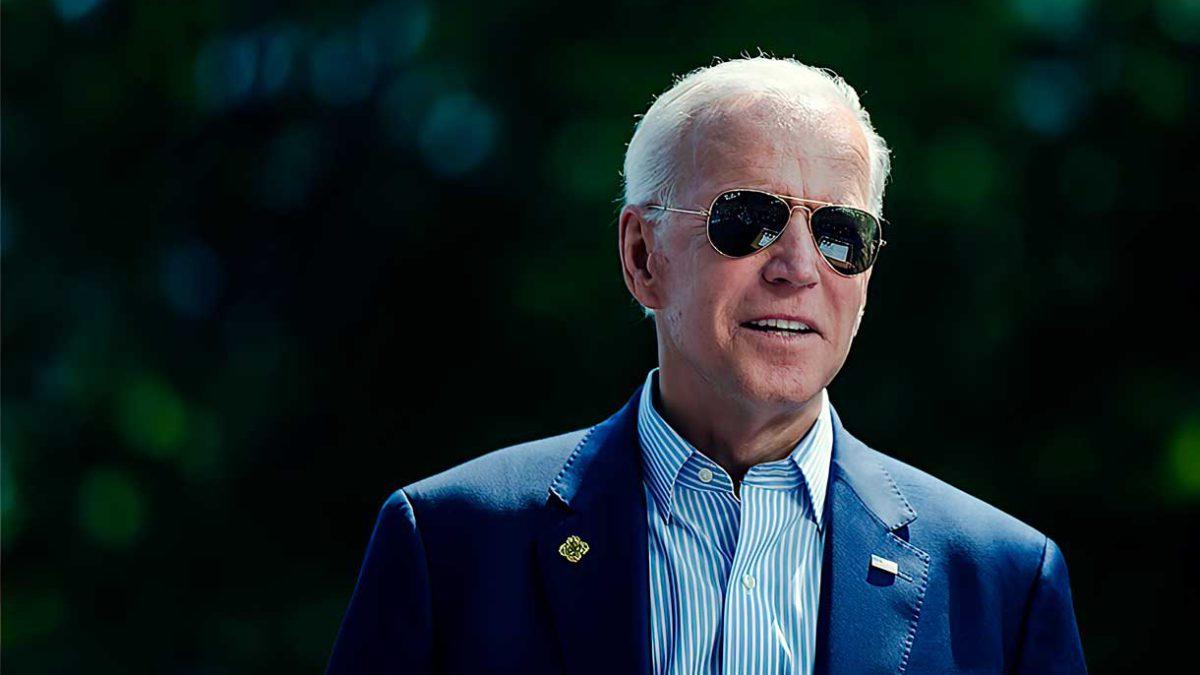 Los votantes de Biden lo abandonan en masa