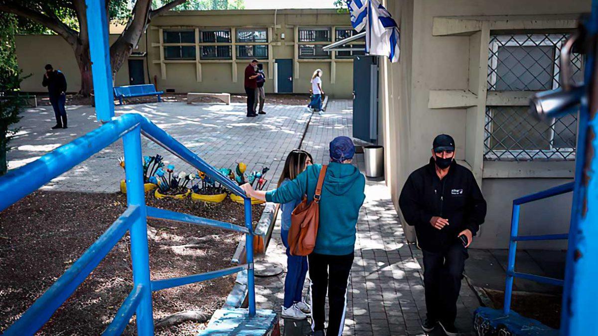 Profesores no vacunados no podrán entrar en los colegios en Israel