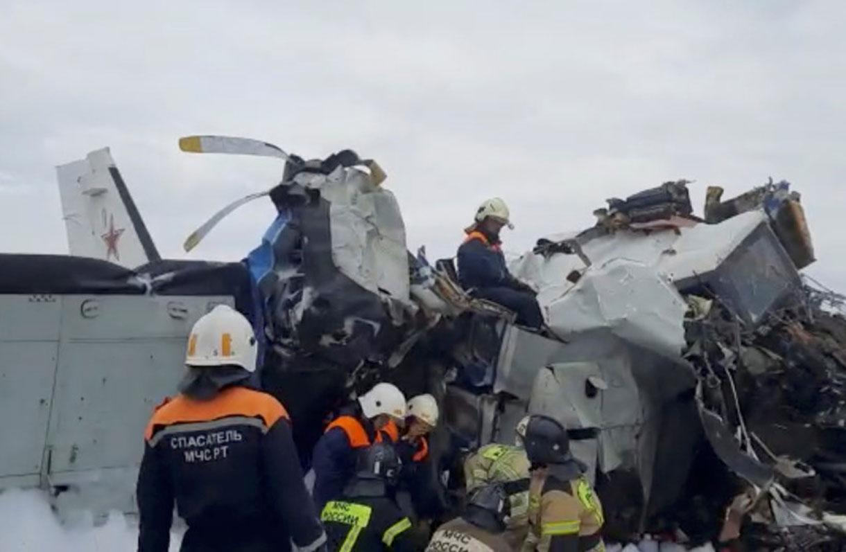 Avión ruso que transportaba paracaidistas se estrella: 16 personas muertas